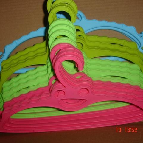troc de  pour Calinou >16 CINTREs Pastel à 6 noisettes pièce VERT, ROSE, BLEU, KAKI soit 0,60 €, sur mytroc