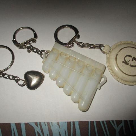 troc de  2 porte clef et anneau coeur, sur mytroc