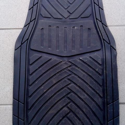 troc de  tapis de voiture AV et AR, sur mytroc
