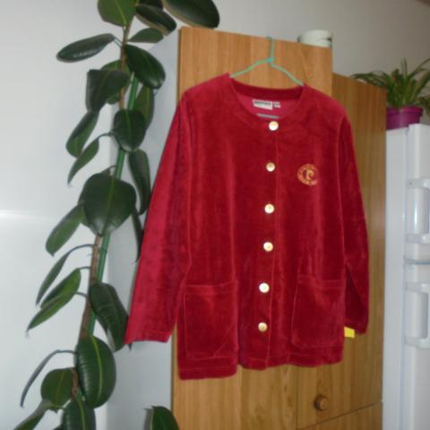 troc de  veste en velours rouge taille 42/44   10 noisettes  pfp, sur mytroc