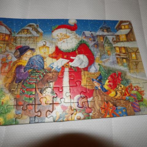 troc de  reservé puzzle de noel collé sur un carton, sur mytroc