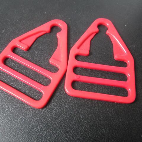 troc de  2 attache neuf rouge 1 noisette, sur mytroc