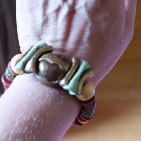 troc de  Bracelet bois et cuir, sur mytroc