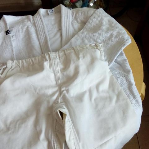 troc de  Veste de Kimono 160 + pantalon, sur mytroc
