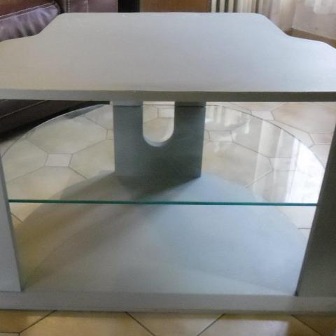 troc de  Meuble télé avec une plaque en verre, sur mytroc