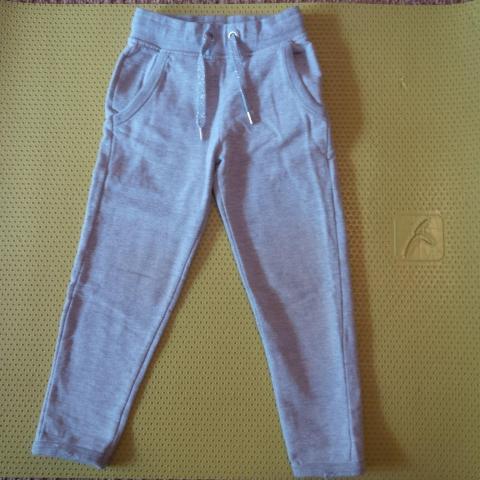 troc de  Pantalong jogging fille 4 ans, sur mytroc