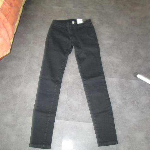 troc de  Pantalon noir slim 14 ans ou 36 5 noisettes, sur mytroc