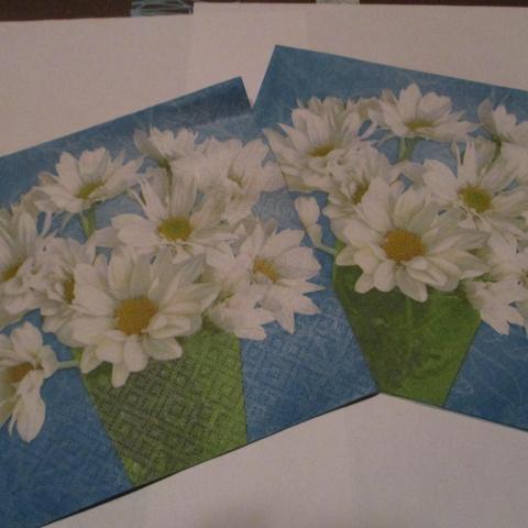 troc de  2 serviettes en papier marguerite, sur mytroc