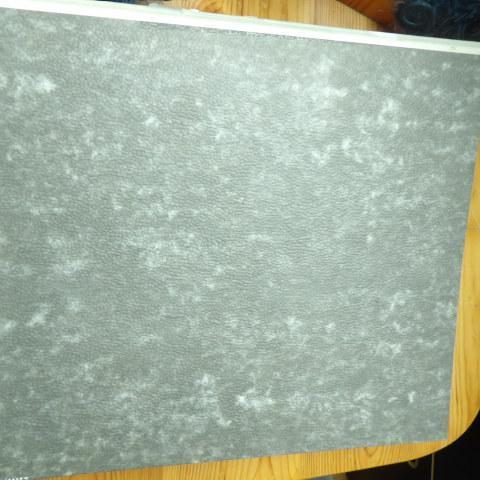 troc de  gros classeur gris bon etat mais ecrit sur tranche, sur mytroc