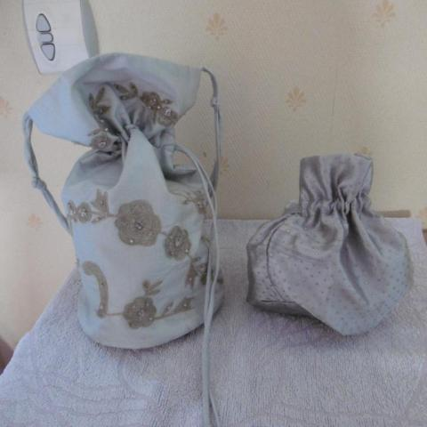 troc de  2 bourses / sacs en tissus gris, sur mytroc