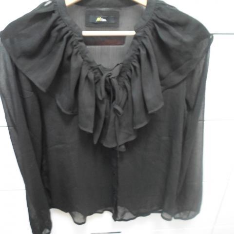 troc de  Chemise à volants noir, sur mytroc