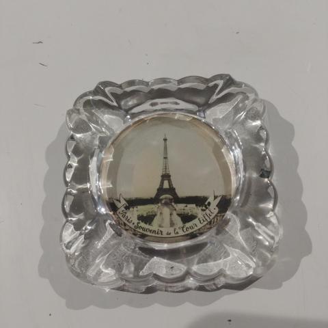 troc de  Cendrier verre avec Tour Eiffel, sur mytroc