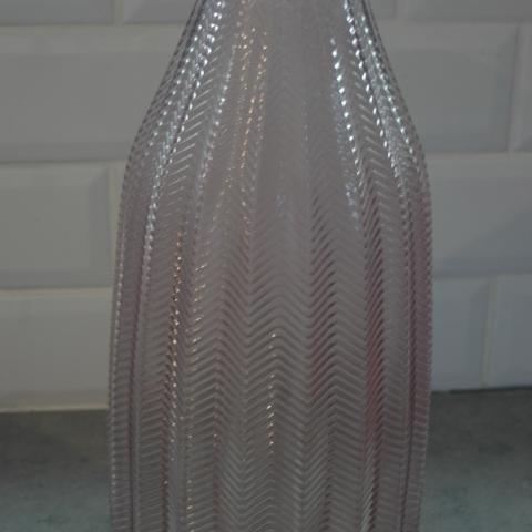 troc de  resa leelou   Vase rose transparent neuf, sur mytroc