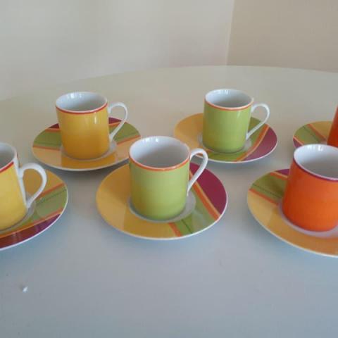 troc de  6 tasses à café et sous tasses colorées neuves, sur mytroc
