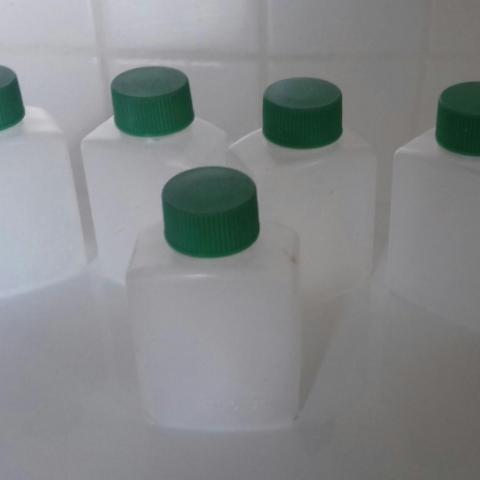 troc de  Réservé à Caliou 02 : lot de 5 petits flacons de 30 ml, sur mytroc