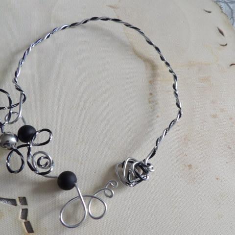 troc de  collier original pas de fermeture se pose sur le cou, sur mytroc