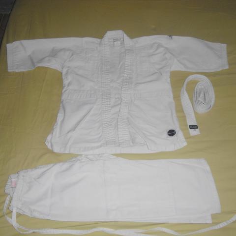 troc de  kimono Décathlon taille 6 ans, sur mytroc