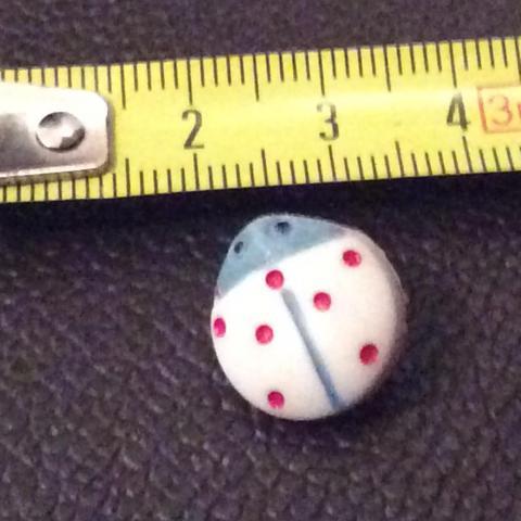 troc de  Réserve Dauvpic bouton 1,5 cm vintage  blanc coccinelle, sur mytroc
