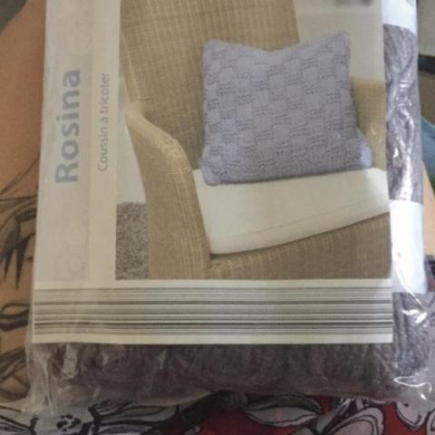 troc de  *RESERVé* neuf  joli coussin à tricoter, sur mytroc