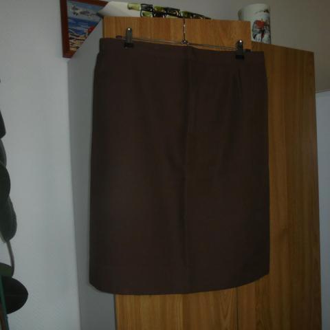 troc de  jupe droite marron fait mains    8  noisettes, sur mytroc