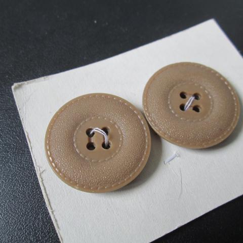 troc de  reserve    2 beau boutons neuf 3 cm       4 noisettes, sur mytroc