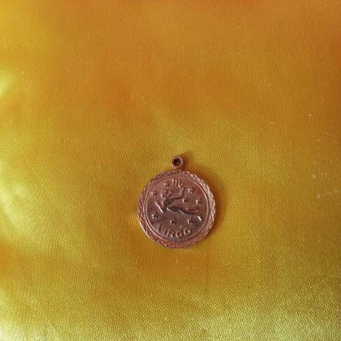 troc de  penditif doré, sur mytroc