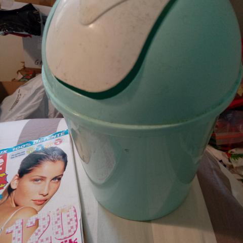 troc de  Poubelle style poubelle de salle de bain *dispo, sur mytroc