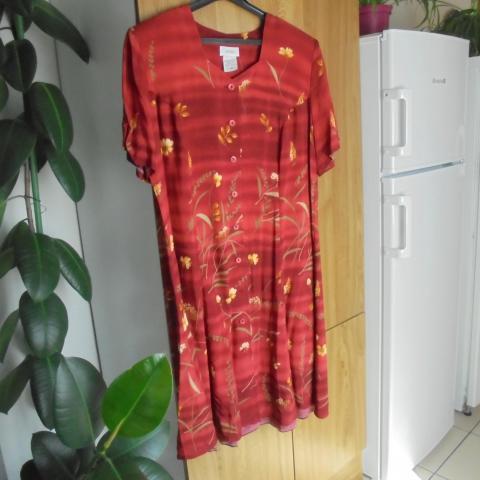 troc de  robe a fleurs rouge  taille 48       10  noisettes, sur mytroc