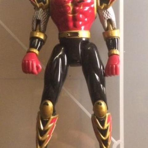 troc de  Figurine articulée Power Rangers rouge - 13 cm - très bon état, sur mytroc
