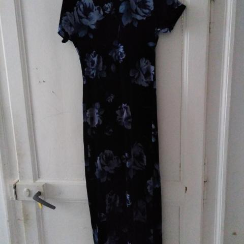 troc de  Très belle robe en velours neuf taille 38, sur mytroc