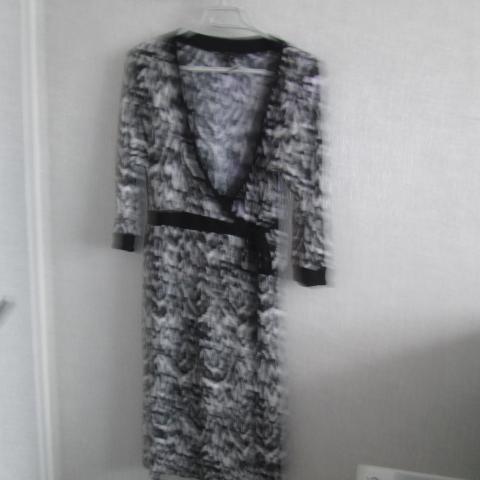 troc de  Robe noir et blanc t M 44 marque mmama 10 noisettes, sur mytroc