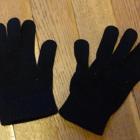 troc de  Paire de gants enfant en noir, sur mytroc