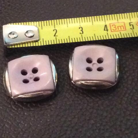troc de  Réserve Dauvpic 2 Boutons mauve Et argent 2 cm, sur mytroc