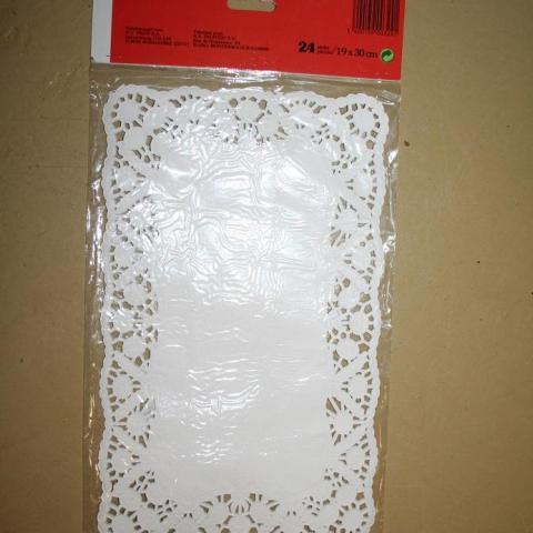 troc de  Lot 10 paquets de 24 napperons en papierpour Calinou02, sur mytroc