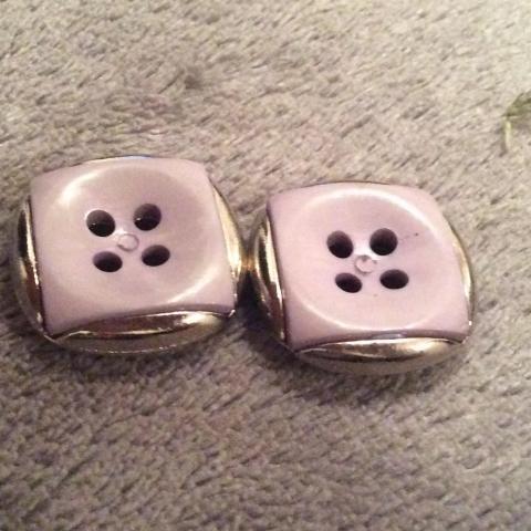 troc de  Réserve Sissi 2 boutons 2cm, sur mytroc