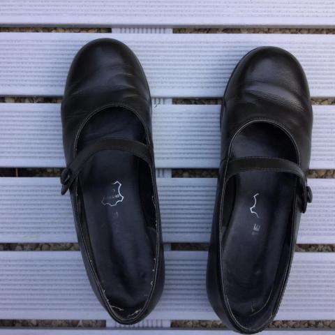troc de  Chaussures Babies de couleur noire, sur mytroc