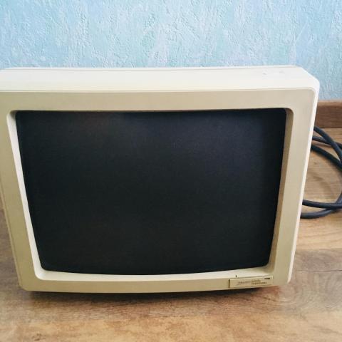 troc de  3 écrans ordinateurs à tube cathodique (CRT), sur mytroc