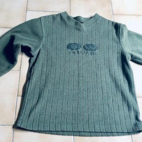 troc de  T-shirt Manches longues vert type polaire 8 ans, sur mytroc
