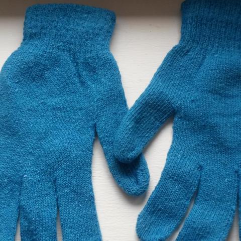 troc de  réservé..paire de gants, sur mytroc
