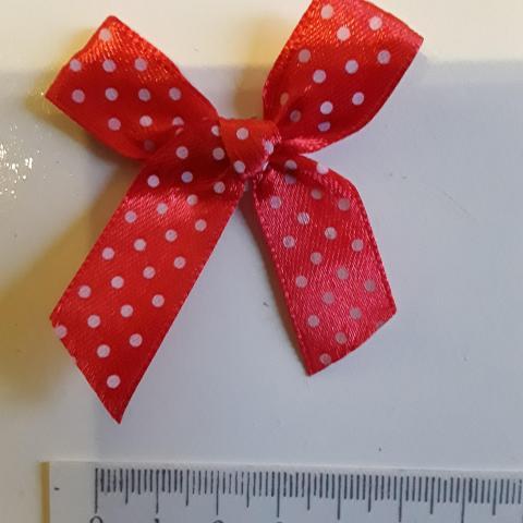 troc de  petit noeud rouge en tissu, sur mytroc