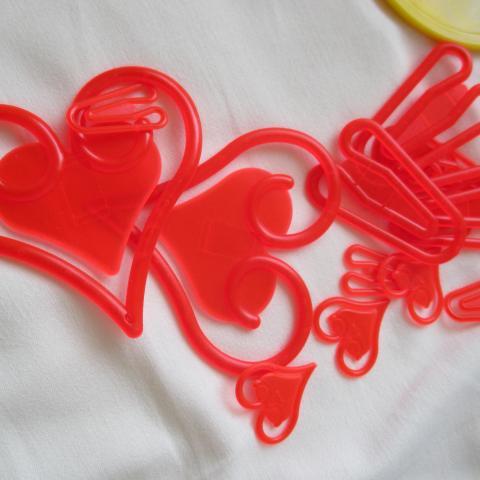 troc de  A LYON = Boite de trombonnes coeur grand moyen petits, sur mytroc