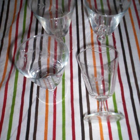 troc de  Lot de 4 verres à vins dessin gravé, sur mytroc
