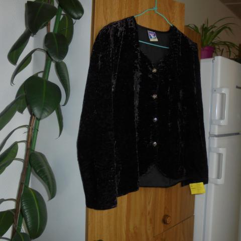 troc de  veste en velours noire taille 42    10 noisettes   pfp, sur mytroc