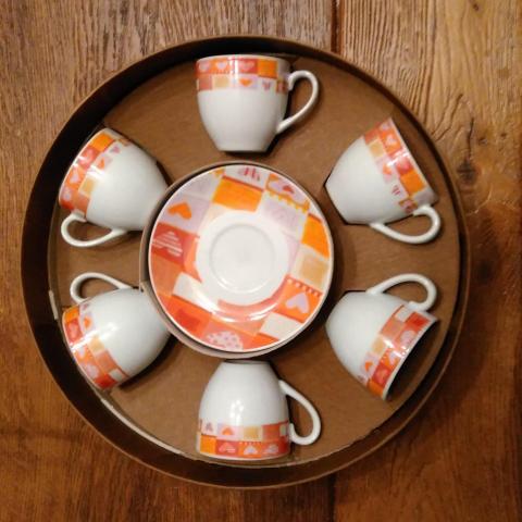 troc de  Set neuf de 6 tasses à café et soucoupes, sur mytroc