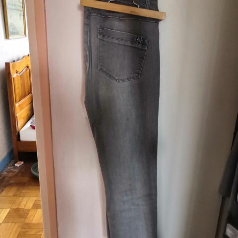 troc de  Pantalon armand Thierry taille 40, sur mytroc