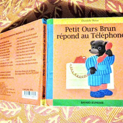 troc de  PETIT OURS BRUN RÉPOND AU TÉLÉPHONE, sur mytroc