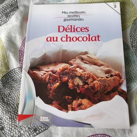 troc de  Livre recettes desserts au chocolat, sur mytroc