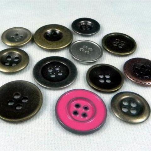 troc de  RECHERCHE Lot de boutons en métal, sur mytroc