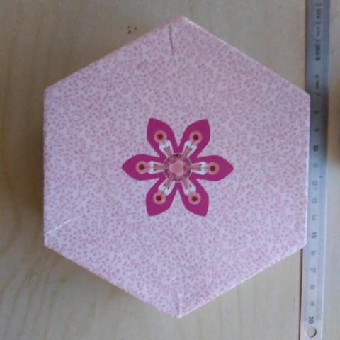 troc de  Boîte hexagonale en carton, sur mytroc