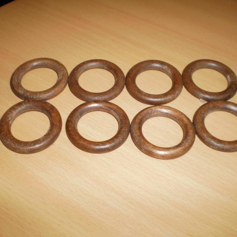 troc de  8 anneaux bois parfait état, sur mytroc